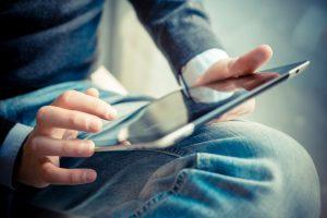 Entenda por que você deve transformar seu conteúdo impresso em digital