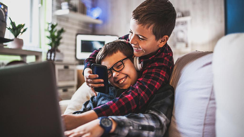 Crianças e adolescentes na internet: o comportamento online e conteúdos consumidos