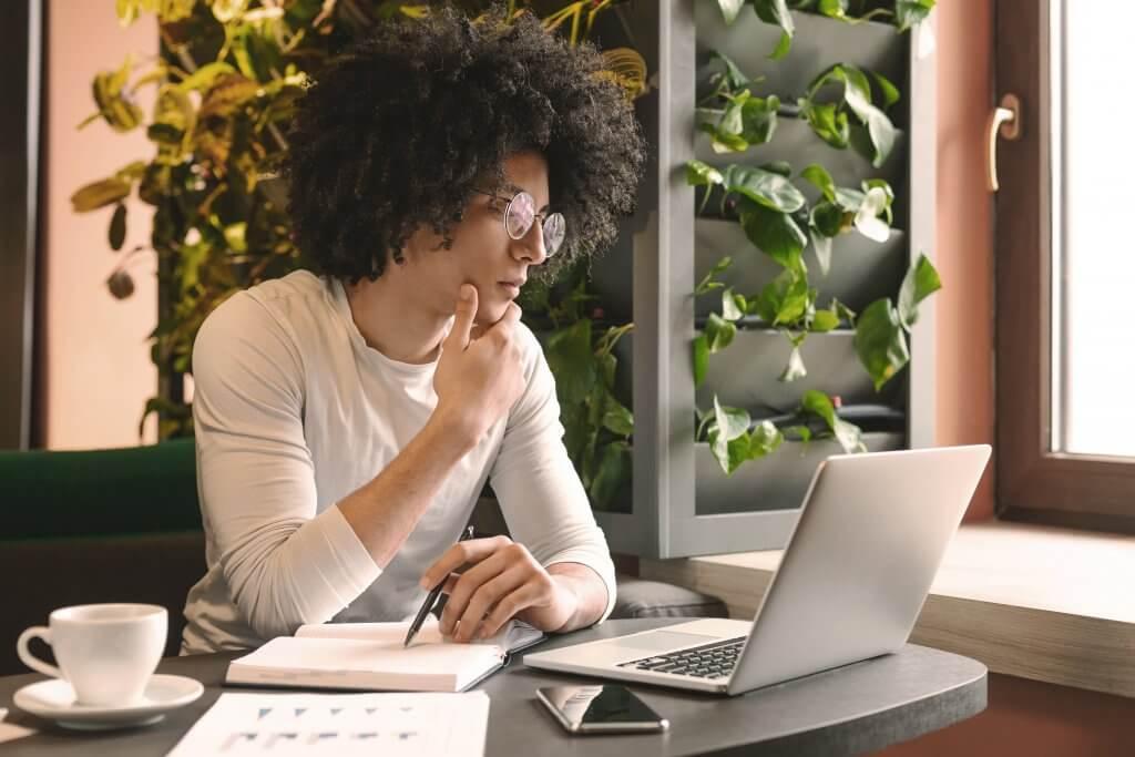 Conheça os principais benefícios de criar conteúdo para sua empresa e como essa estratégia pode gerar bons resultados